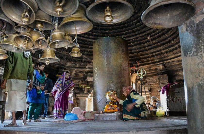 Matangeshwar Mahadev Mandir In Khajuraho Chattarpur - महादेव के अद्भुत  मंदिर में हर साल एक इंच बढ़ता है शिवलिंग, सुरक्षा करती है मणि   Patrika News
