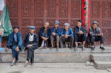 चीन में बूढ़ी आबादी ज्यादा, और बच्चे पैदा करने के लिए किया जा रहा है प्रोत्साहित