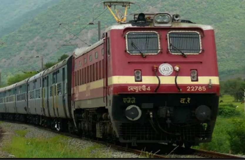 इंदौर की ट्रेन हो रहीं बायो टॉयलेट से लैस