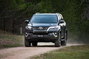 आम आदमी से लेकर सेलिब्रिटी तक को पसंद आ रही है Toyota की ये SUV, ये हैं फीचर्स जो इसे बनाते हैं खास