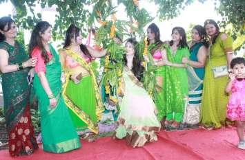 Hariyali Teej- 2018: त्योहार की उमंग में महिलाओं के रंग, देखें तस्वीरें..