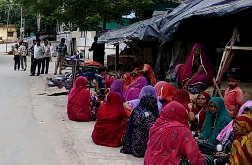 नाथद्वारा में सड़क के पास सो रहे 5 लाेगाें पर चढ़ाई कार, परिवार में मचा कोहराम