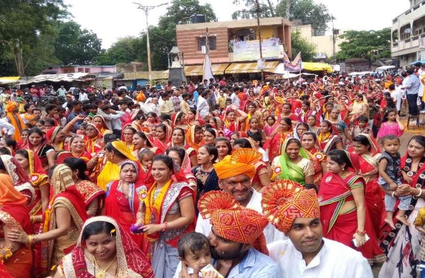 दुर्गादास राठौर की जयंती पर चल समारोह निकाला, देश भक्ति के गीतों पर जमकर थिरके समाजजन