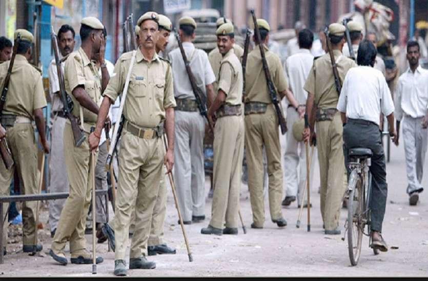 बिहार पुलिस ने रिटायर्ड शिक्षक को कपड़े उतारकर बेटी और पत्नी के सामने पीटा, लोगों में आक्रोश