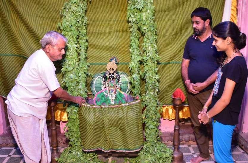 हरियाली अमावस्या : वैष्णव मंदिरों में झूला मनोरथ