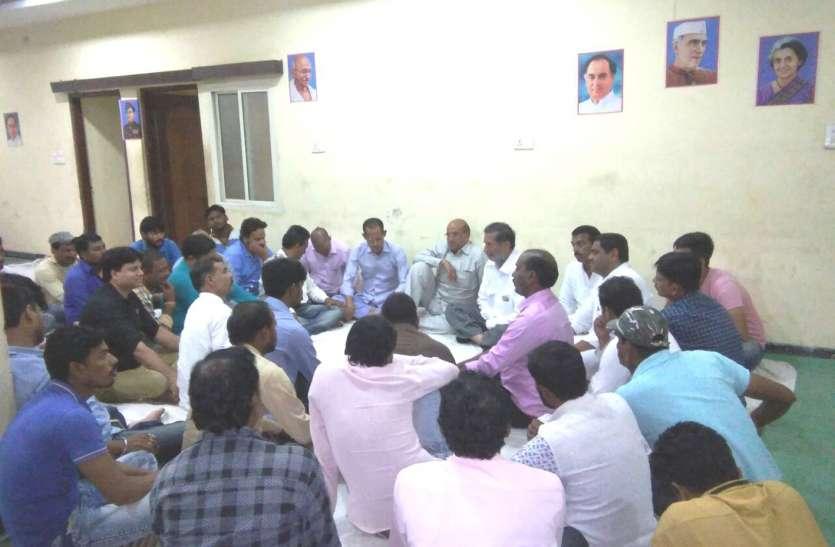 कमलनाथ सभा...बैनर के लिए गौतम-बुंदेला में खिंचतान