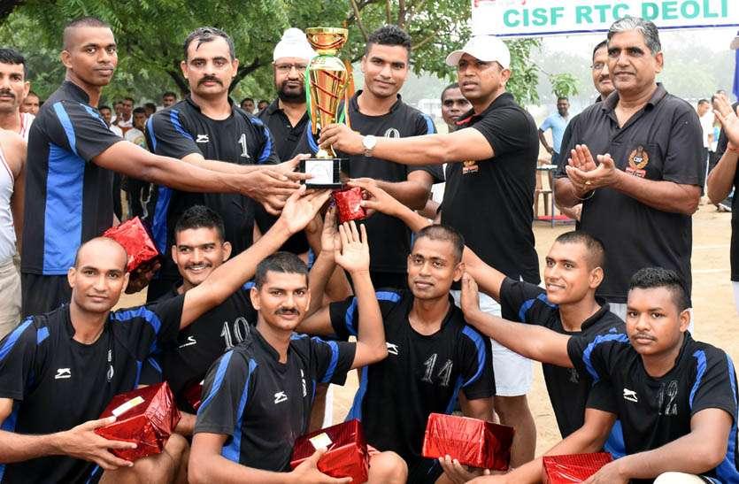 पांचवी इंटर यूनिट नोर्थ सेक्टर वॉलीबॉल प्रतियोगिता मेंं फाइनल मैच में आरटीसी देवली की टीम विजेता घोषित