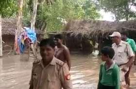 गंगा की लहरों ने उजाड़ दिया घर, तस्वीरों में देखें इन लोगो का दर्द