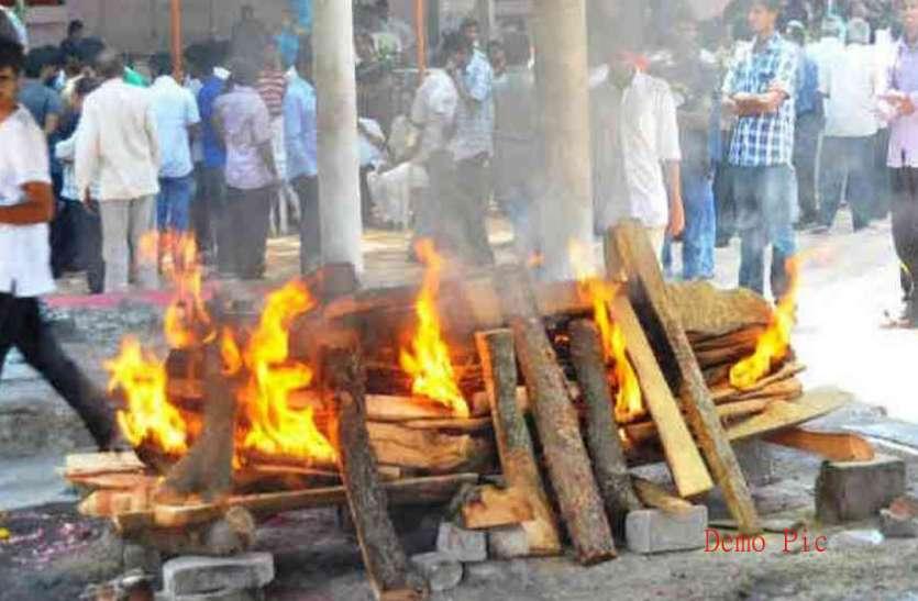 बेसहारा हिंदू महिला का मुस्लिमों ने किया अंतिम संस्कार, पेश की हिंदू-मुस्लिम एकता की मिसाल