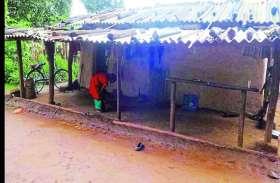 दीनदयाल उपाध्याय ग्राम ज्योति योजना का बना मजाक, ग्रामीण दो साल से कर रहे अपनी जिंदगी में रोशनी का इंतजार