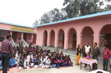 एक तरफ मस्जिदों में अजान पर सवाल, दूसरी तरफ बिहार के स्कूलों में लाउडस्पीकर अनिवार्य