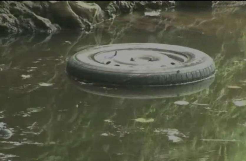 गुजरात: तालाब में गिरी कार, एक ही परिवार के सात लोगों की मौत