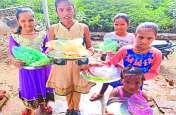 Hariyali Teej 2018 : बेटियों ने घर-घर जाकर बांटी हरियाली,देखें वीडियो
