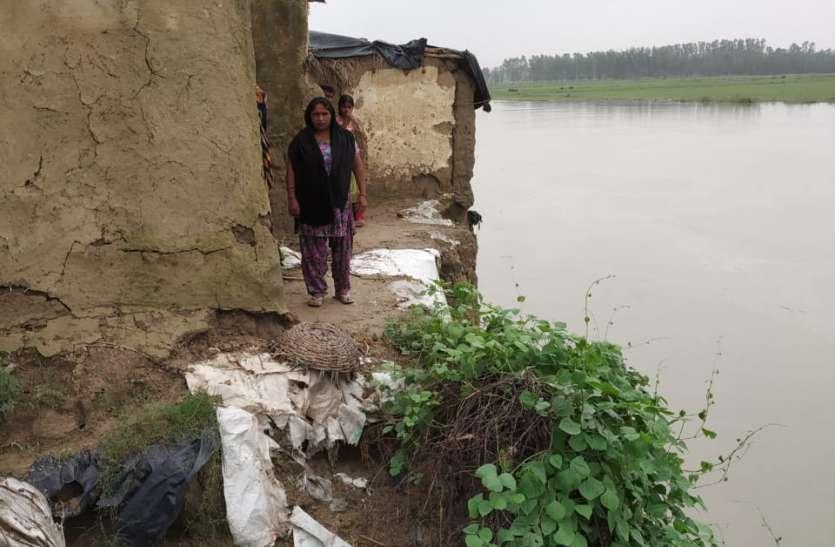यूपी के इस गांव में पुलिस ने दर्जनों बेगुनाह लोगों को दिया नोटिस, घर खाली करने का आदेश