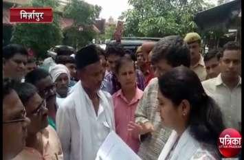 किसानों ने केन्द्रीय मंत्री अनुप्रिया पटेल का किया घेराव, NH 7 जमीन अधिग्रहण कम मुआवजे से हैं नाराज