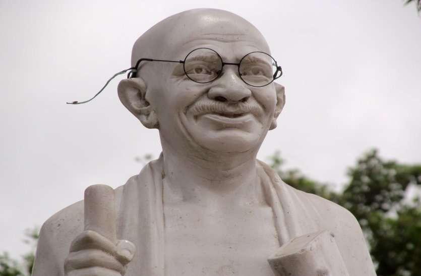 Photo Gallery: देश को स्वतंत्रता दिलाने वाले महापुरुषों की प्रतिमा आज भी उपक्षेति
