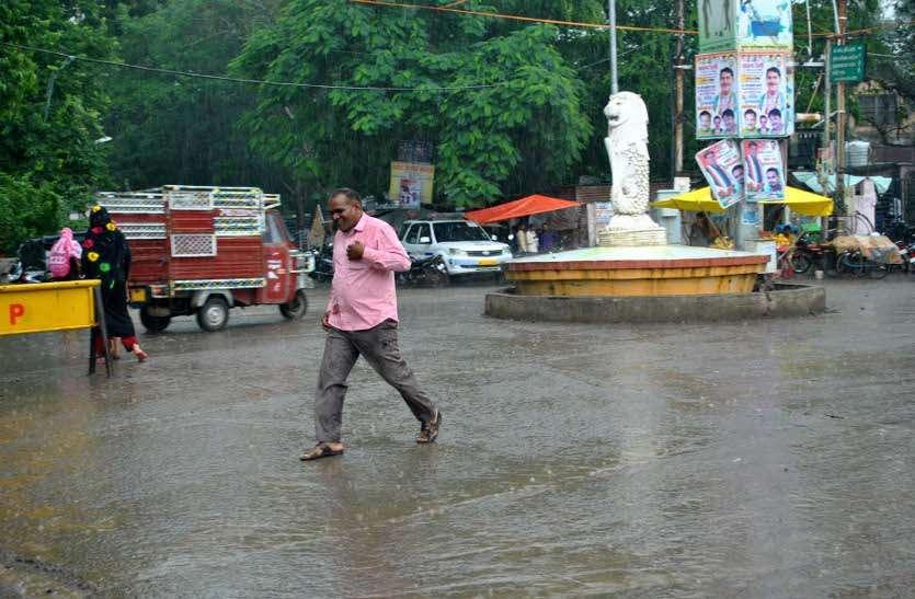 रुक-रुककर हुई बारिश से मौसम हुआ खुशनुमा, तेज बारिश के आसार नहीं