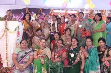 Hariyali Teej 2018 पर महिलाओं ने की जमकर मस्ती, उमा के सिर सजा तीज क्वीन का ताज, देखें वीडियो-