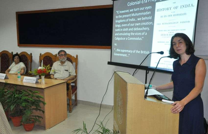 Lecture in AMU