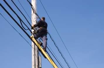 बिजली सिस्टम के इस प्रोजेक्ट से खौफजदा हैं लोग, अंडरग्राउंड केबल के बजट पर कंजूसी दिखा रही सरकार