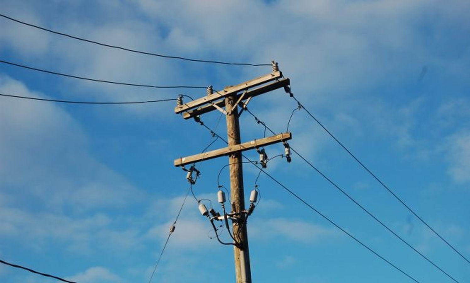 डिस्कॉम की लापरवाही के कारण एक साल से नहीं मिल रहा विद्युत कनेक्शन