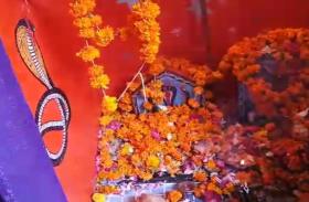 नागपंचमी पर मंदिरों में उमड़ी भीड़, नाग देवता को पिलाया दूध
