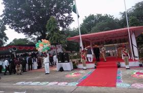 VIDEO : स्वतंत्रता के जश्न में डूबा इंदौर, मुख्य आयोजन में लोकनिर्माण मंत्री ने फहराया तिरंगा
