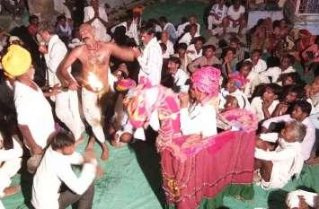 धार्मिक आस्था से ओत प्रोत ग्रामीणों ने थानक पर किया जागरण