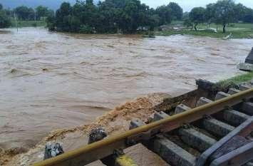 ओडिशा में भारी बारिश से फीका पड़ा आजादी का जश्न, जल प्रलय से सब तबाह