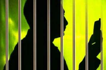 हाईसिक्योरिटी जेल :  अपने रिश्तेदार से मुलाकात करने आया और चमड़े की जूती में छुपाकर दे गया मोबाइल