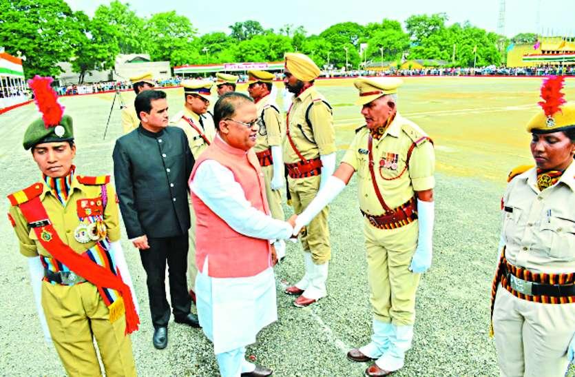 जश्न-ए-आजादी पर शान से लहराया तिरंगा, पुलिस ग्राउंड में मंत्री अमर ने किया ध्वजारोहण,लोगों को बताईं उपलब्धियां