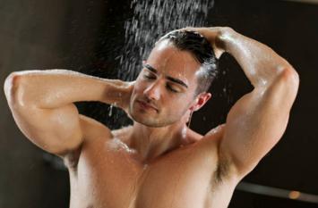 क्या वाकई ठंडे पानी से नहाना सेहत के लिए अच्छा है?