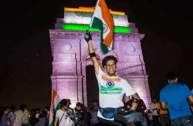गेयरलेस साइकिल से206 किमी चलकर इंडिया गेट पर तिरंगा फहराने का रिकॉर्ड बनाया