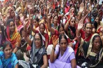 हत्यारे की गिरफ्तारी न होने से नाराज आशा बहुओं ने किया प्रदर्शन