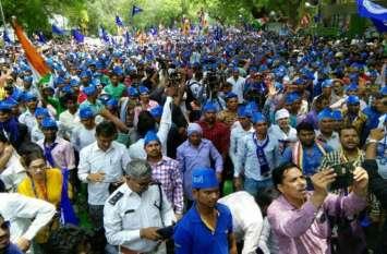 भीम आर्मी आज दिल्ली में दिखाएगी दलितों का दम, वेस्ट यूपी से हजारों कार्यकर्ता दिल्ली पहुंचे