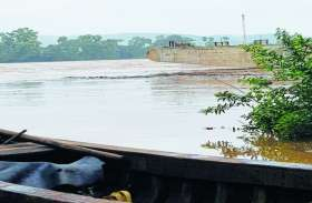 नींद से जागा प्रशासन, बाढ़ पीडि़त को दी दस हजार की सहायता, पूरा बीजापुर जिला बाढ़ की चपेट में