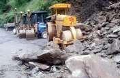 जम्मू-कश्मीर : तीर्थयात्रियों  से भरी बस पर गिरी चट्टान, 5 की मौत , 8 घायल