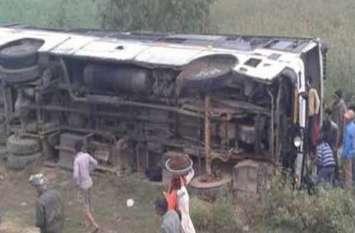 भोपाल जा रही यात्री बस पलटी, 40 यात्री घायल