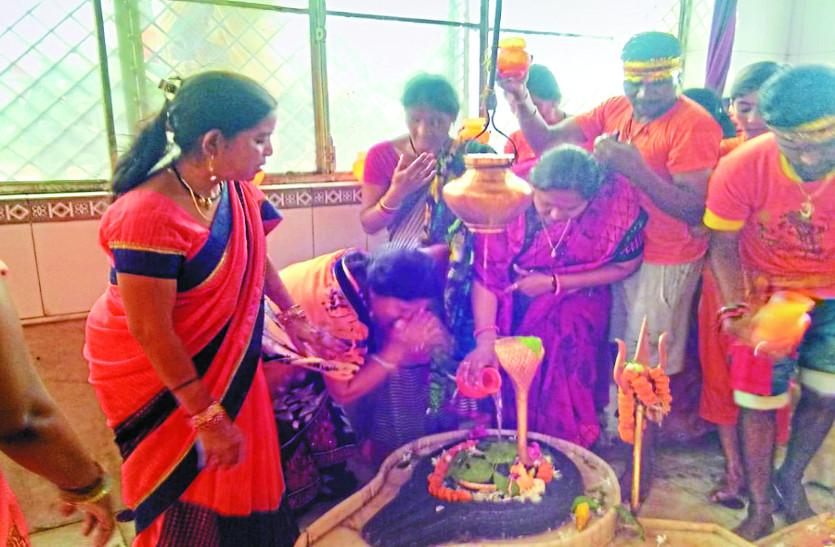 हर-हर महादेव से गूंज उठा शहर, कावडिय़ों ने शिव मंदिरों में किया जलाभिषेक