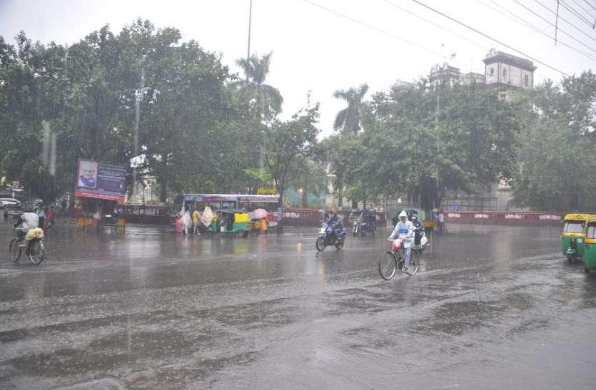 Weather Alert : इंदौर में  लगातार 24 घंटे तेज बारिश, नदी-नालों में उफान