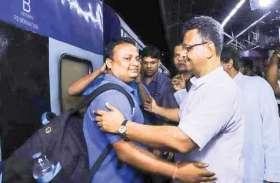 विशेष ट्रेन से कोलकाता पहुंचे केरल के बाढ़ पीडि़त