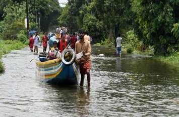 तबाही से जूझ रहे केरल बाढ़ प्रभावितों के लिए घरों में जाकर आरएसएस ने किया यह बड़ा काम