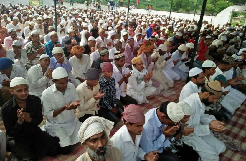 सजदे में झुकाए शीश, मांगी अमन-चैन की दुआ, जिले में उत्साह से मनाई ईद