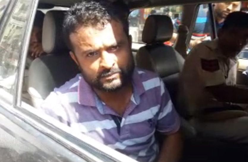 पत्रकार दुर्गसिंह की गिरफ्तारी के विरोध में विभिन्न संगठनों की ओर से बाड़मेर में हो रहा विरोध, लोगों ने काली पट्टी बांधी; सौंपा ज्ञापन