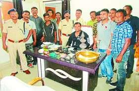पुलिस ने शक के आधार पर की पूछताछ, तो 4 नाबालिगों के साथ पकडे गए 9 चोर