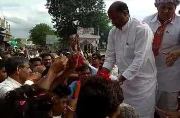 video : पूर्व प्रधानमंत्री अटल बिहारी वाजपेयी का अस्थ्िा कलश पहुंचा उदयपुर, लोगों ने अर्पित किए श्रद्धासुमन
