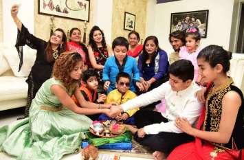 Rakshabandhan 2019 :भाईयों की कलाई में सजी राखी, बहनोंने रक्षा सूत्र बांधकर लंबी आयु की कामना की