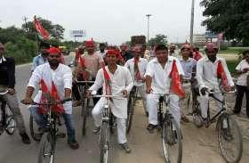 अखिलेश यादव की घोषणा के बाद यहां कार्यकर्ताओं ने निकाली साइकिल यात्रा