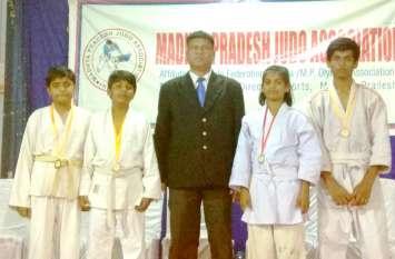 नीमच के जूडो खिलाडिय़ों ने इंदौर में हासिल किया स्वर्ण पदक