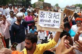 एससी/एसटी एक्ट और मोदी सरकार के खिलाफ सड़कों पर उतरा हुजूम, देखें तस्वीरें